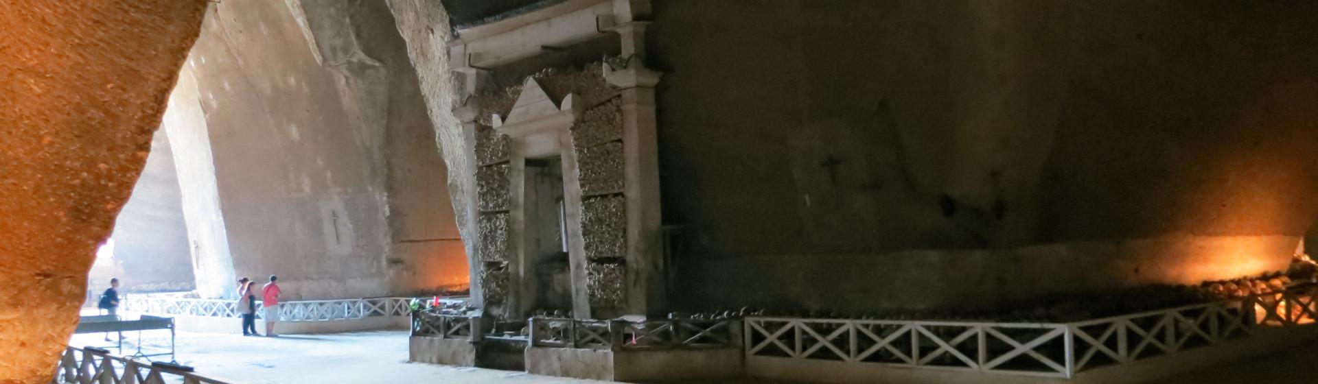 Cimitero delle Fontanelle : oltre il folclore e il popolare... una ricerca in corso